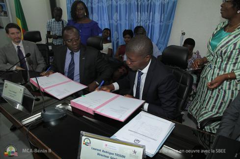 Moment solennel : signature de l'accord de mise en oeuvre avec la SBEE